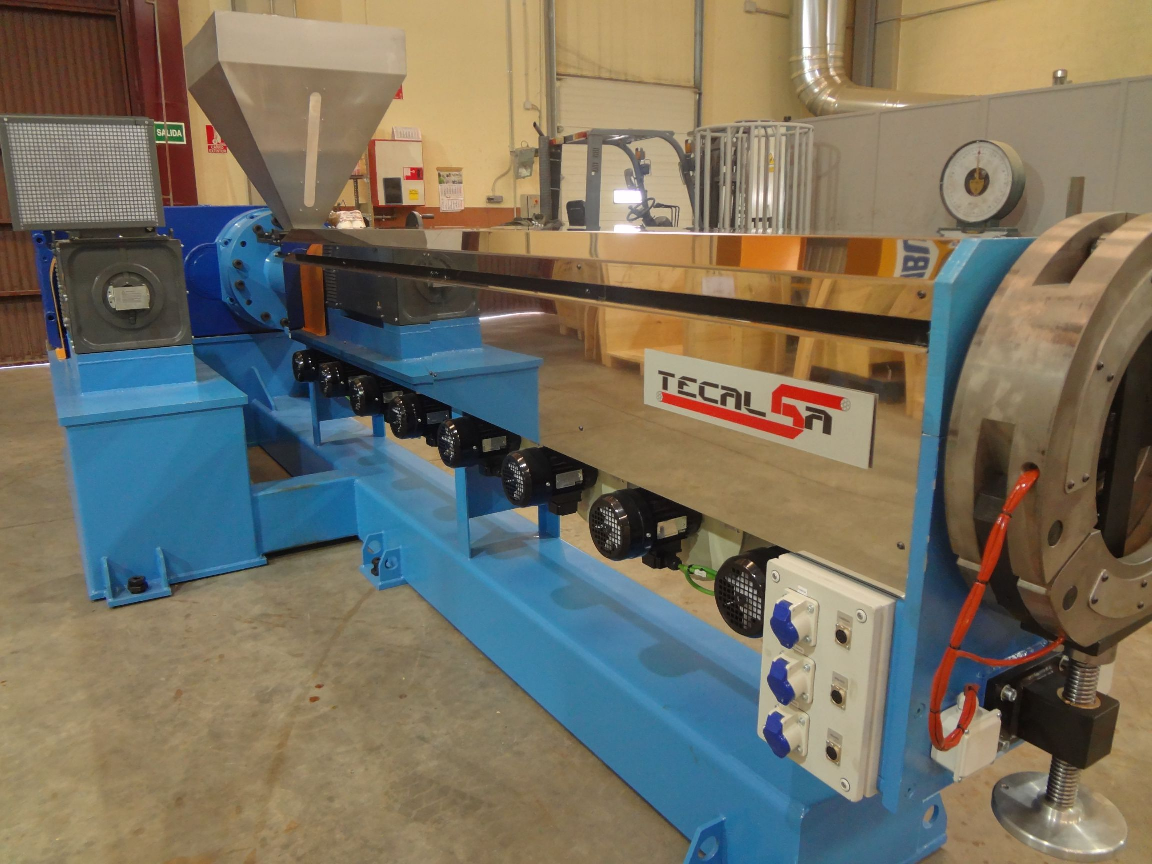 EXTRUDERS FOR PLASTICS